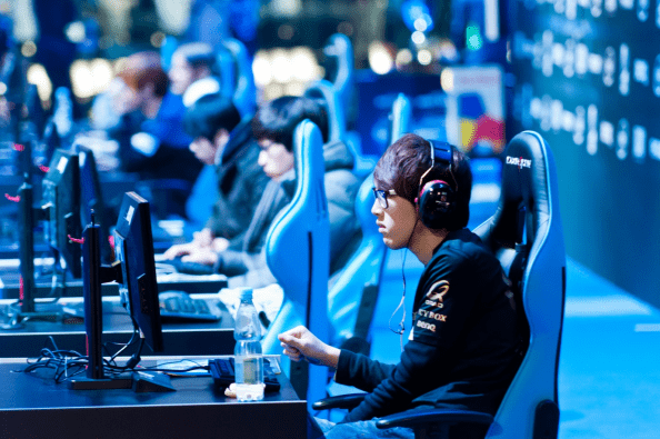 CUROSITY: Why Online Gaming Has Become So Popular in The 21st Century