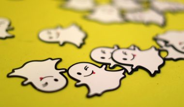 snapchat BUT WHY SNAP? Snapchat new update attracts fierce criticism